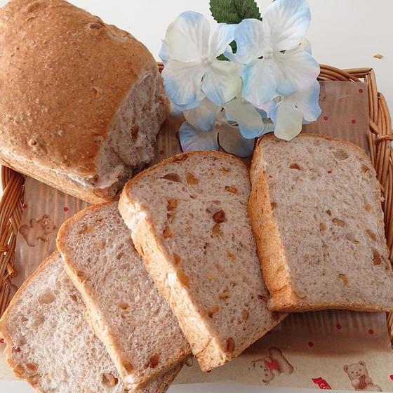パン「胡桃入り全粒粉食パン」6月お薦めレッスン♪