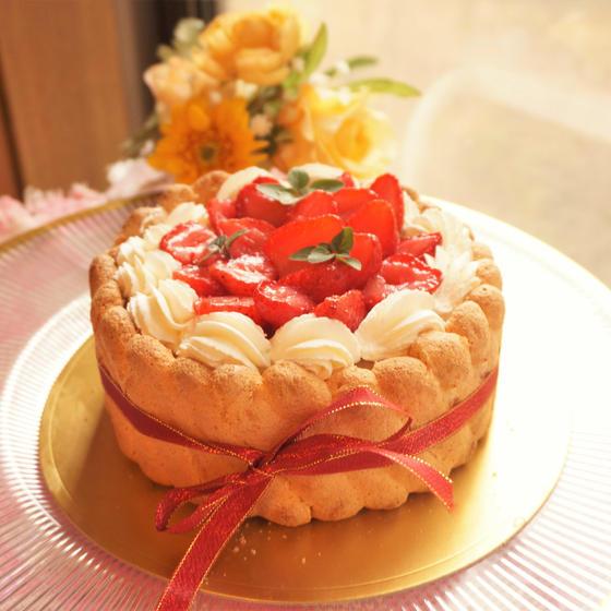 糖質85%オフ!イチゴのシャルロットケーキ