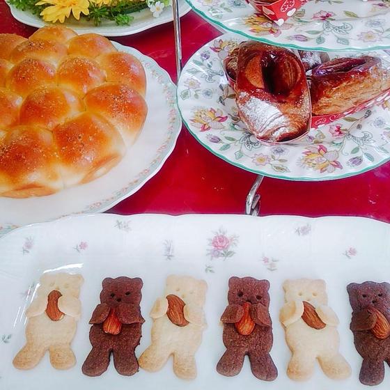チョコデニッシュ、塩バターちぎりぱん、抱っこクマさんクッキー