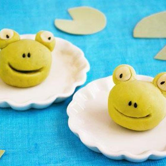 梅雨の季節にデコ和菓子体験!練り切りで「カエル」を作ります。