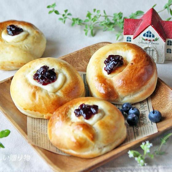 ブルーベリーチーズクリームパン