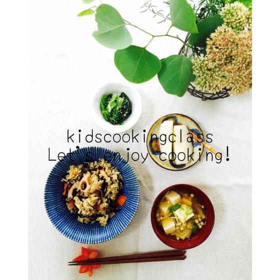 ヒジキと根菜の炊き込みごはんと季節野菜で副菜
