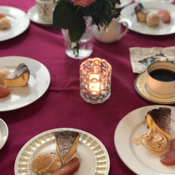 チーズケーキは 林檎のコンポーとアイスでお楽しみ!