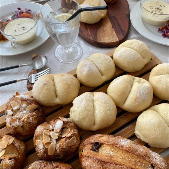 白パン&シュガーレーズンパン