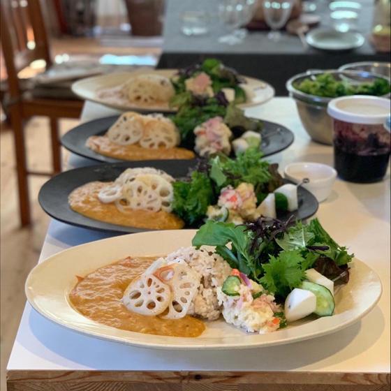 冬野菜カレー、ピクルス、ポテサラ、地野菜サラダ!