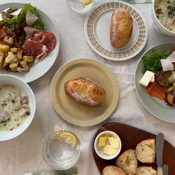 講師が焼いた自家製酵母パンと季節野菜で lunch!
