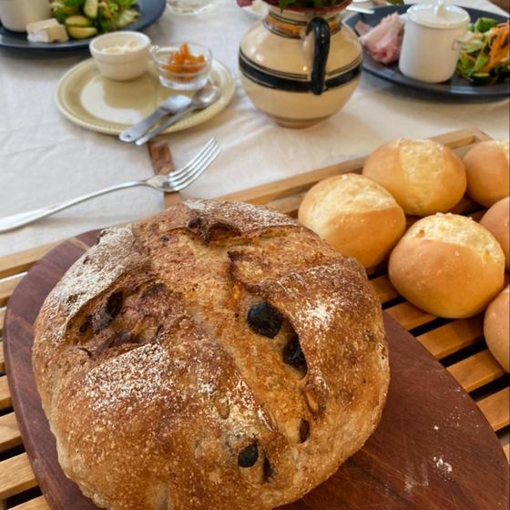 食事パンは自家製酵母カンパーニュ等