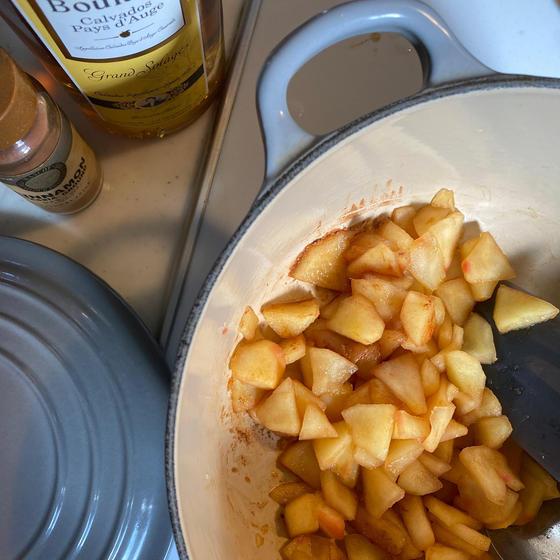 林檎のプレザーブは スパイスとカルヴァドスで風味良く