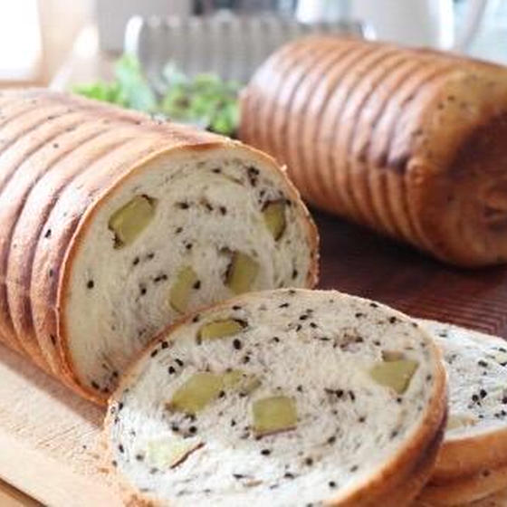 イースト 黒ゴマとさつまいものラウンド食パン