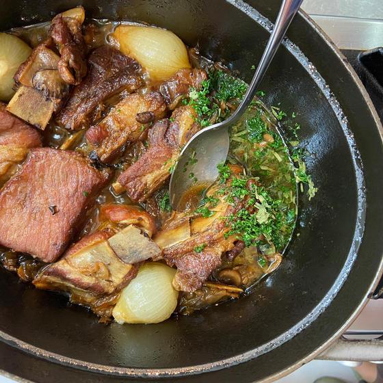 豚スペアリブの煮込み ソース シャスール