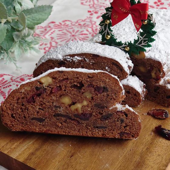 クリスマスのテーブルに◆チョコとナッツのシュトーレン◆