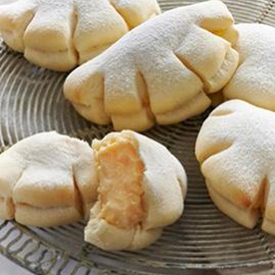 フワフワ お手手みたいな白いクリームパン
