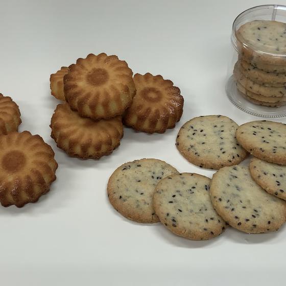 アーモンドケーキとゴマのクッキー
