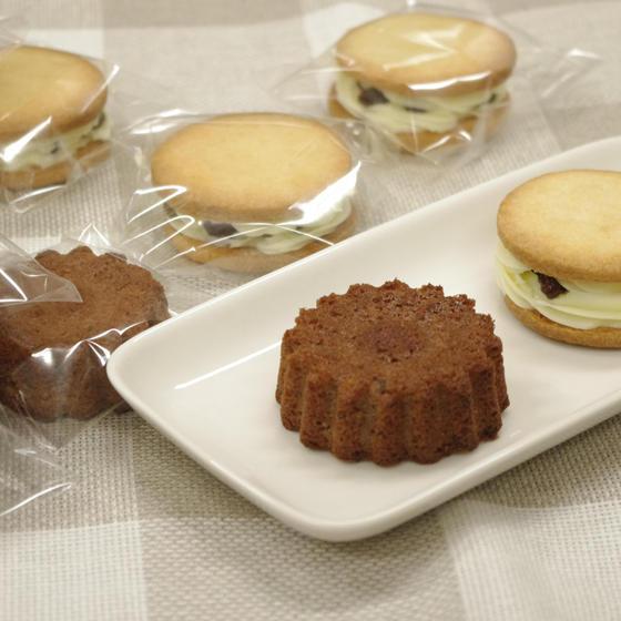 ココアバターケーキとレーズンクリームサンドクッキー