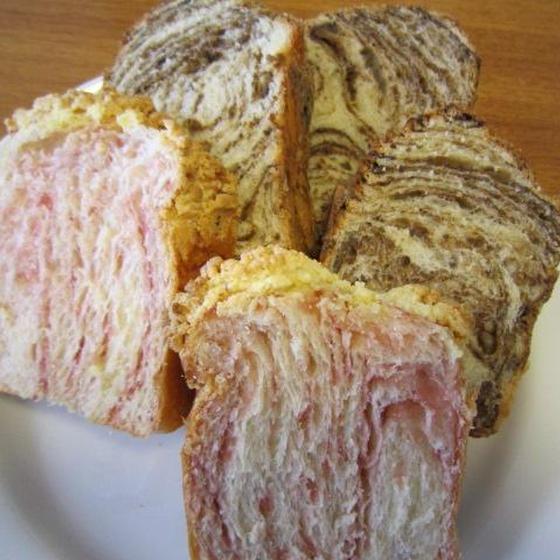 いちごの折り込みパン