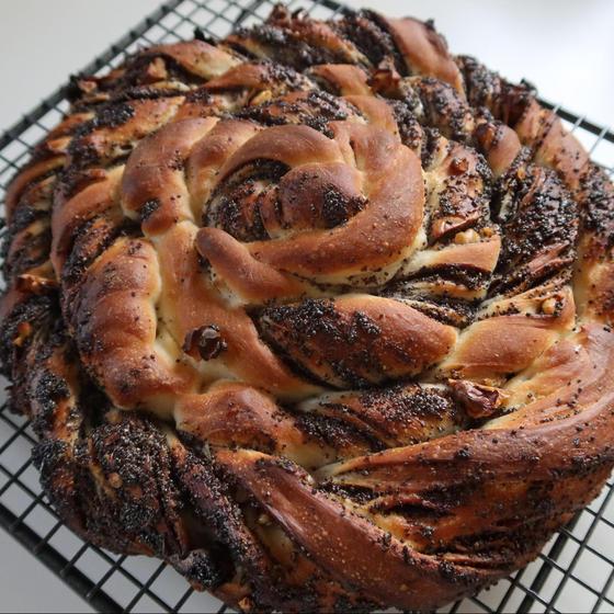 ポピーシードのぐるぐるパン&雑穀カンパーニュ