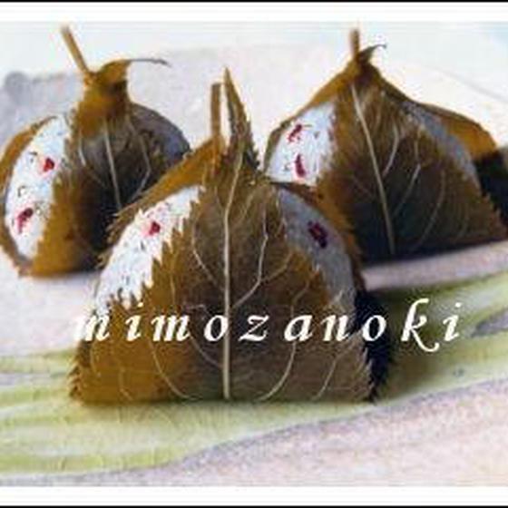 「桜梅餅」と「林檎とほうじ茶の浮島」を作ります。