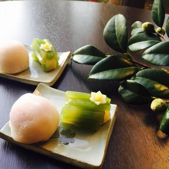 いちご大福と羊羹で作る水仙花