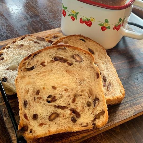 【対面ホーローパン】ラムレーズン食パン