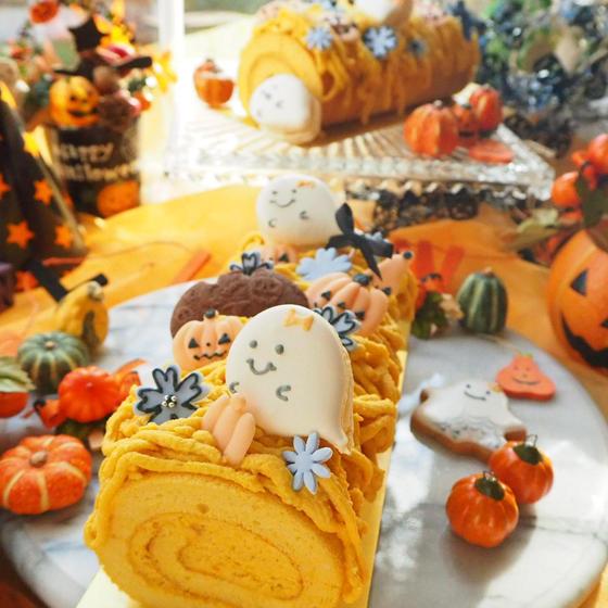 ハロウィンのカボチャロールケーキ