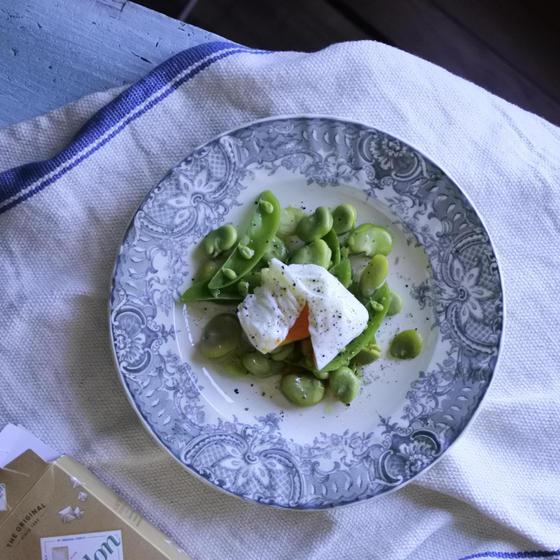 ・そら豆とポーチドエッグのサラダ