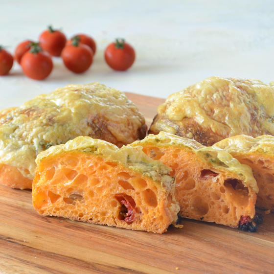 電気オーブンで作る高加水パン トマトとチーズのチャバタ