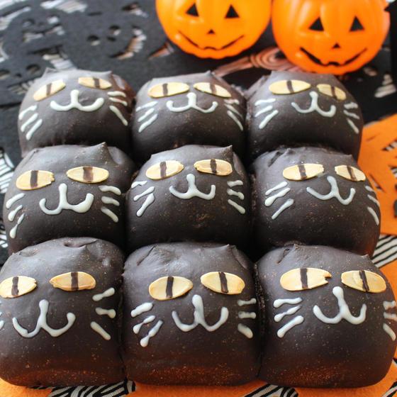 ハロウィンの黒猫ちぎりパン