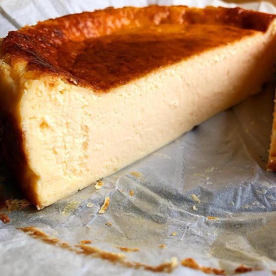 人気のお菓子『バスク風チーズケーキ』