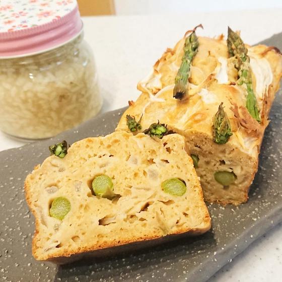 玉ねぎ麹と元種使用のアスパラと新玉ねぎのケークサレ