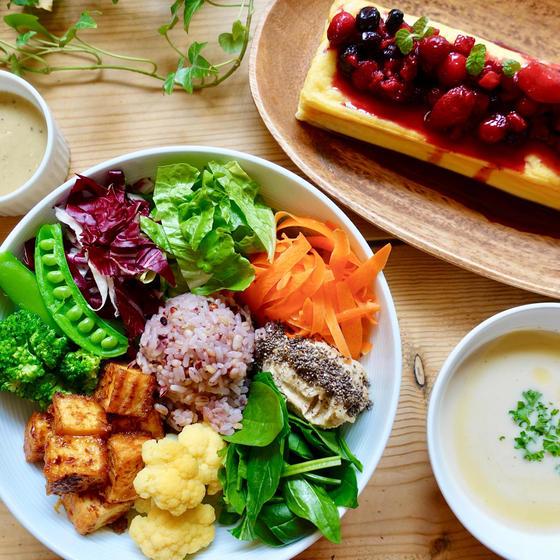 野菜たっぷり美味しいブッダボウルとギルティフリーチーズケーキ
