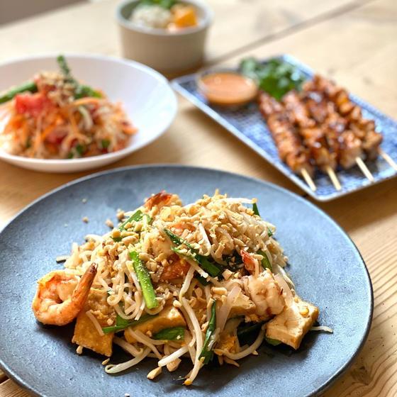 おうちエスニック野菜たっぷり定番タイ料理のパッタイとソムタム