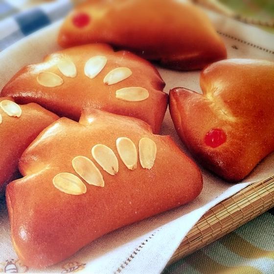 初級メニュー2種類のパンとお菓子