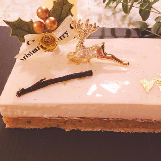 バニラ香る白いクリスマスケーキ