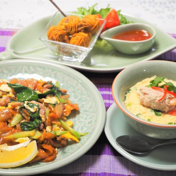 米粉100%の太麺炒めと肉団子の手毬風揚げ、茶碗蒸しも!