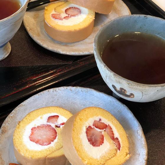 ★4月のお菓子『苺のロールケーキ』
