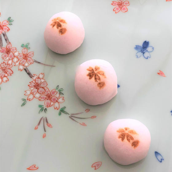 ✿桜風味のひと口お饅頭を作りましょう✿