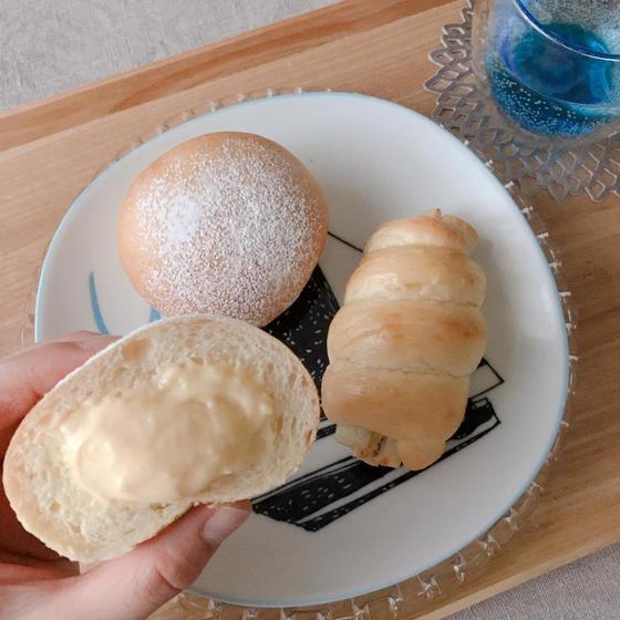 ひえひえクリームパンとちくわパン