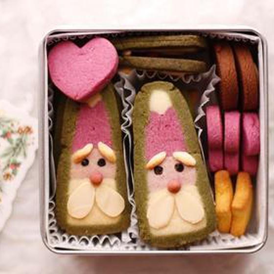クリスマスクッキー缶♡三角サンタさんのくむクッキー
