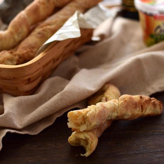 ローストオニオンのバトン&カリカリのアーモンドクッキーパン