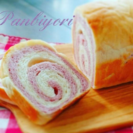 紫芋のぐるぐるパン(9月の月替わりメニューです。)