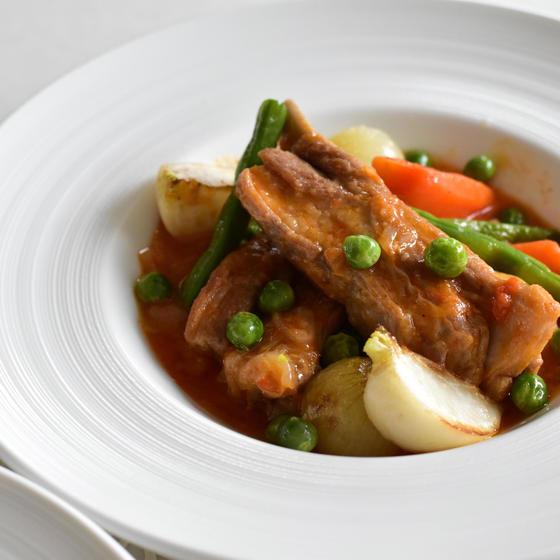 簡単だから何度でも 仔羊の煮込みの春野菜添え、新玉ねぎマリネ
