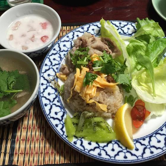 タイのランチメニュー肉詰め胡瓜のスープ&タイ風炒飯&デザート