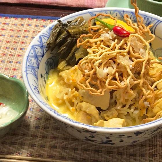 気軽にタイごはん♪大人気のカオソーイ&豆腐サラダ