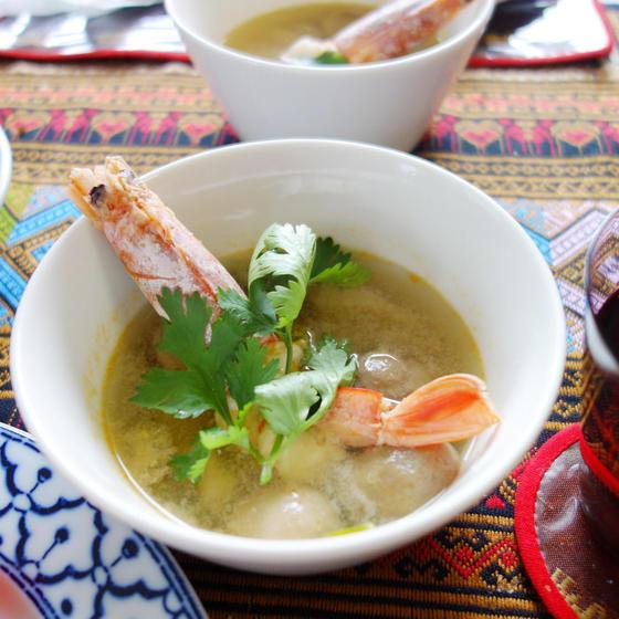 【ハーブ付き】タイ料理入門!トムヤムクン&豚肉のチャーハン