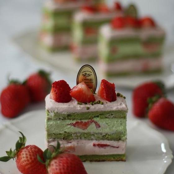 ピスタチオと苺のケーキ
