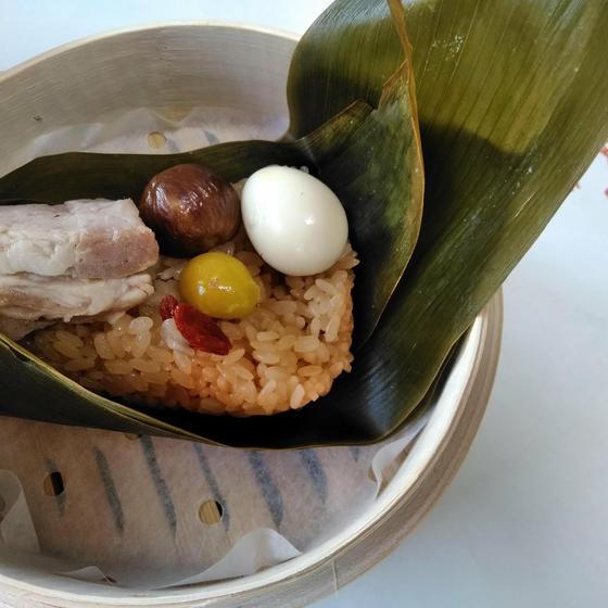 ちまき♪柔らか叉焼と季節の具材を竹の皮で包みます