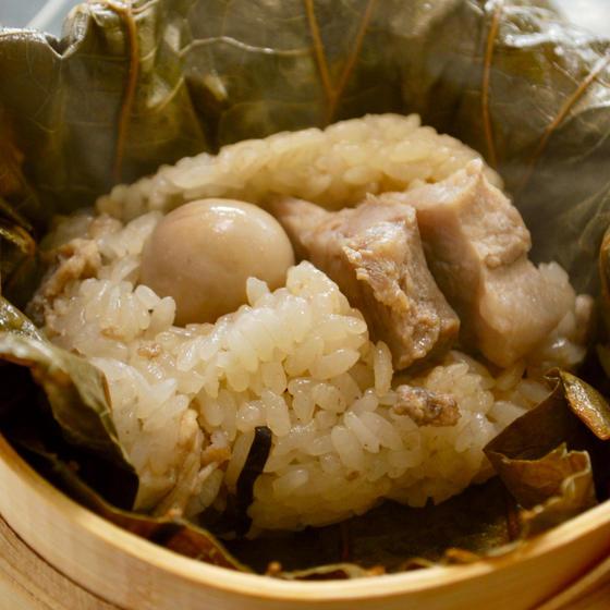五目ちまき!柔らかい煮叉焼をのせて、香り高い蓮の葉で包む粽❤