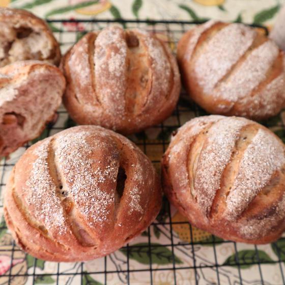 柚子とマロングラッセのライ麦パン(ハード系)