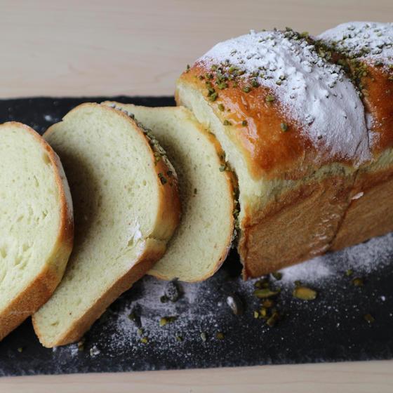 パン切り包丁でスライスした断面