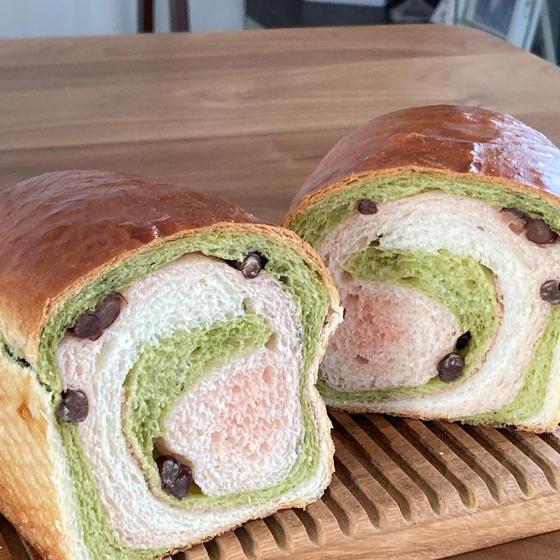 手捏ねパンレッスン 春色渦巻き食パン(桜あん&お豆)